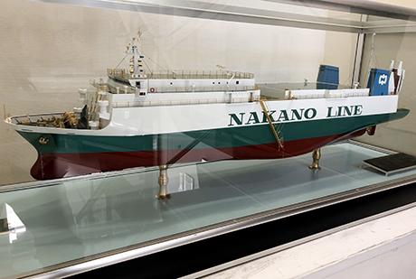 自動車輸送船模型